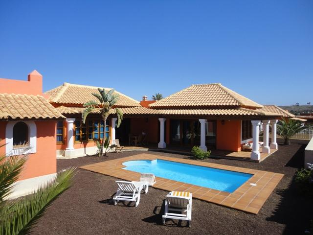 Superb Villa with private heated pool and WIFI